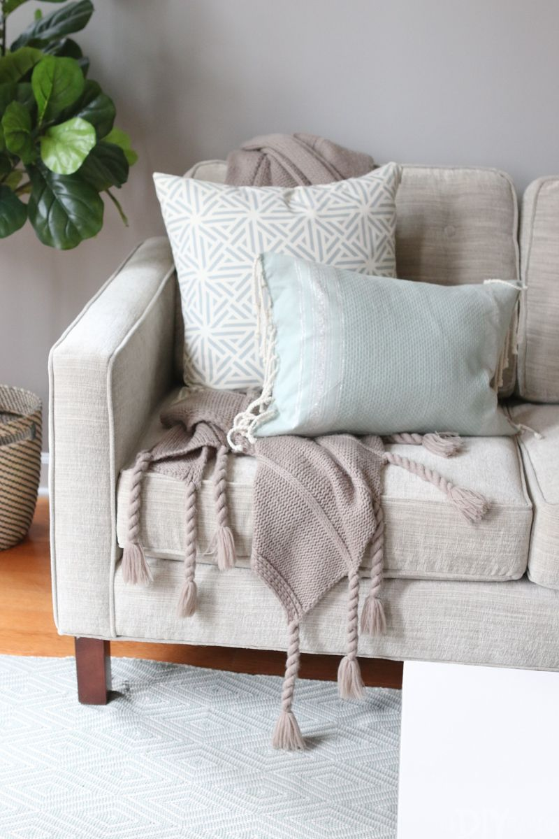 Throw Blankets The Right Way To Display Throw Blankets On Your Couch Styling