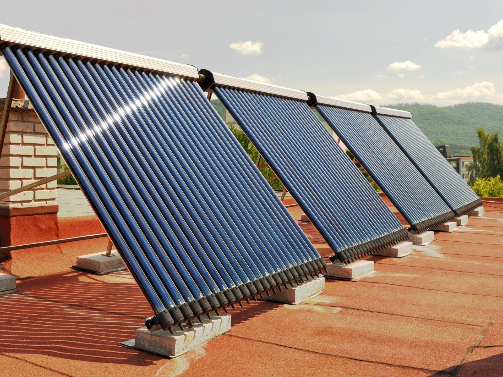 Každú sekundu vyžiari Slnko toľko energie, že by stačila pokryť potreby celého sveta na viac než 1000 rokov. Tá vám môže zohriať vodu či vykúriť domácnosť.