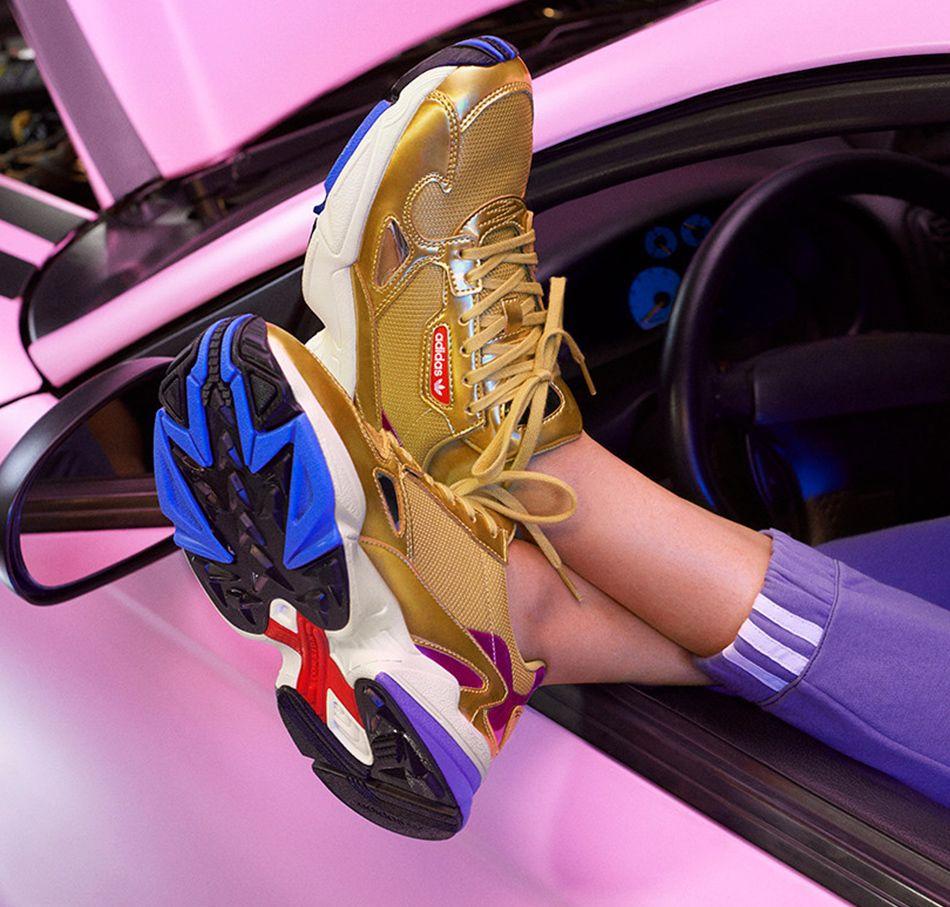 129d6f396b Goldener adidas Originals Falcon