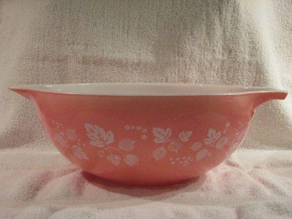 Pyrex Pink Gooseberry 444 4 Quart Cinderella by thetrendykitchen, $28.95