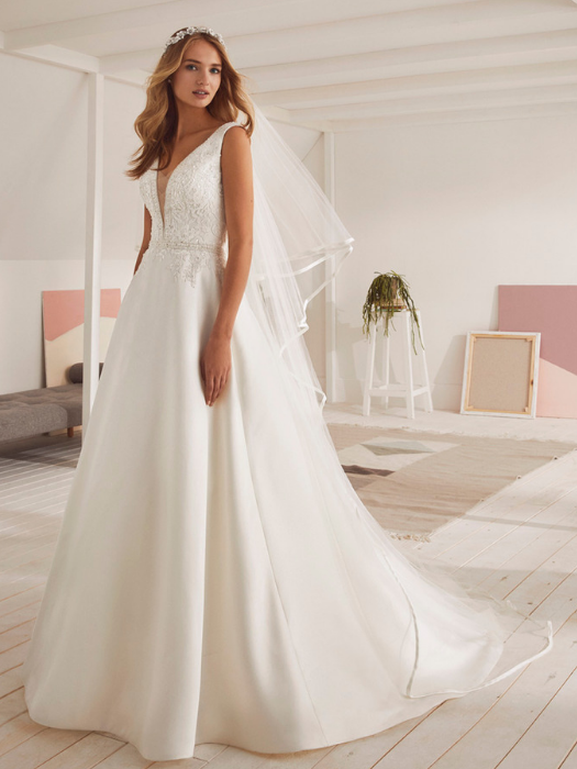 692693ba365 PATRICK WHITE ONE – OMAN – VESTIDO DE NOVIA – WEDDINGLAND BARCELONA –  Vestidos de novia y fiesta