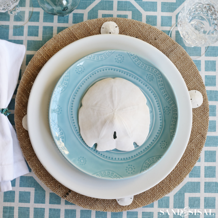 My Coastal Colors | Burlap, Plate chargers and Tutorials