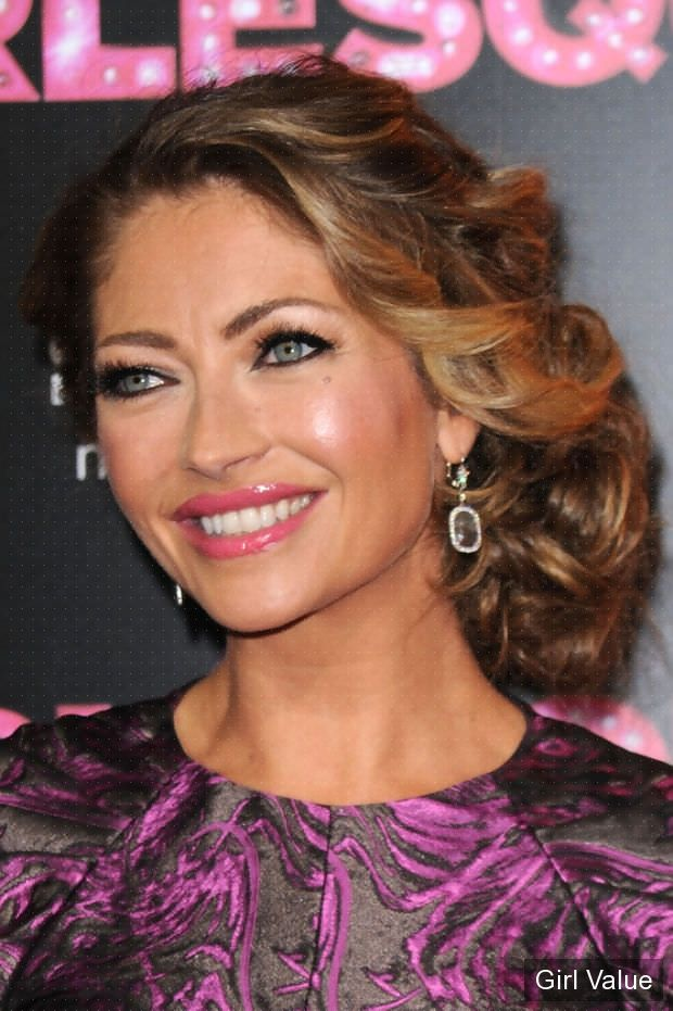 rebecca gayheart short curly brown hair style