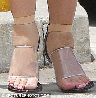 f653b604924 Pregnant Kim Kardashian Squeezes Swollen Feet Into Heels (Pictures ...