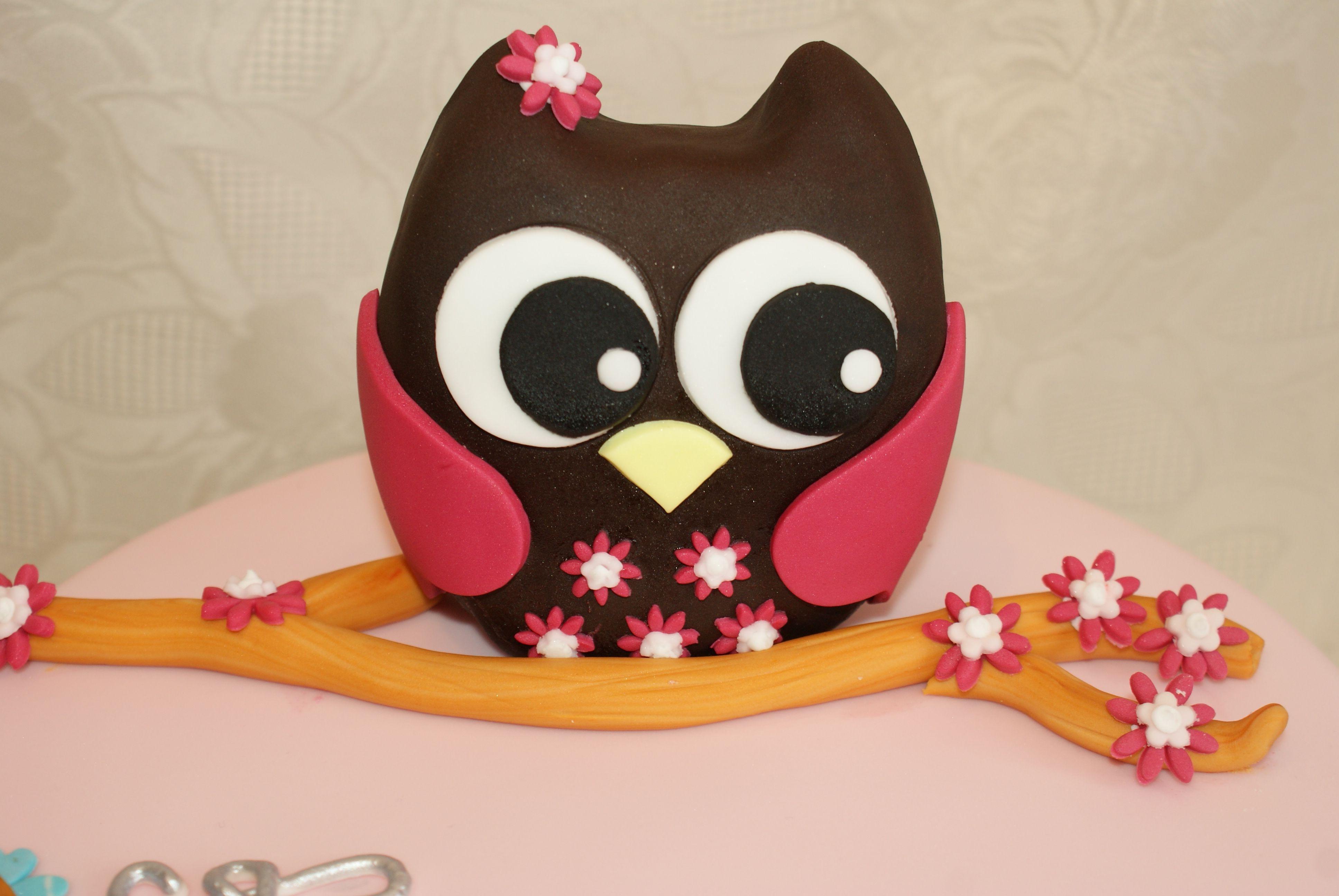 Large Krispy cake owl