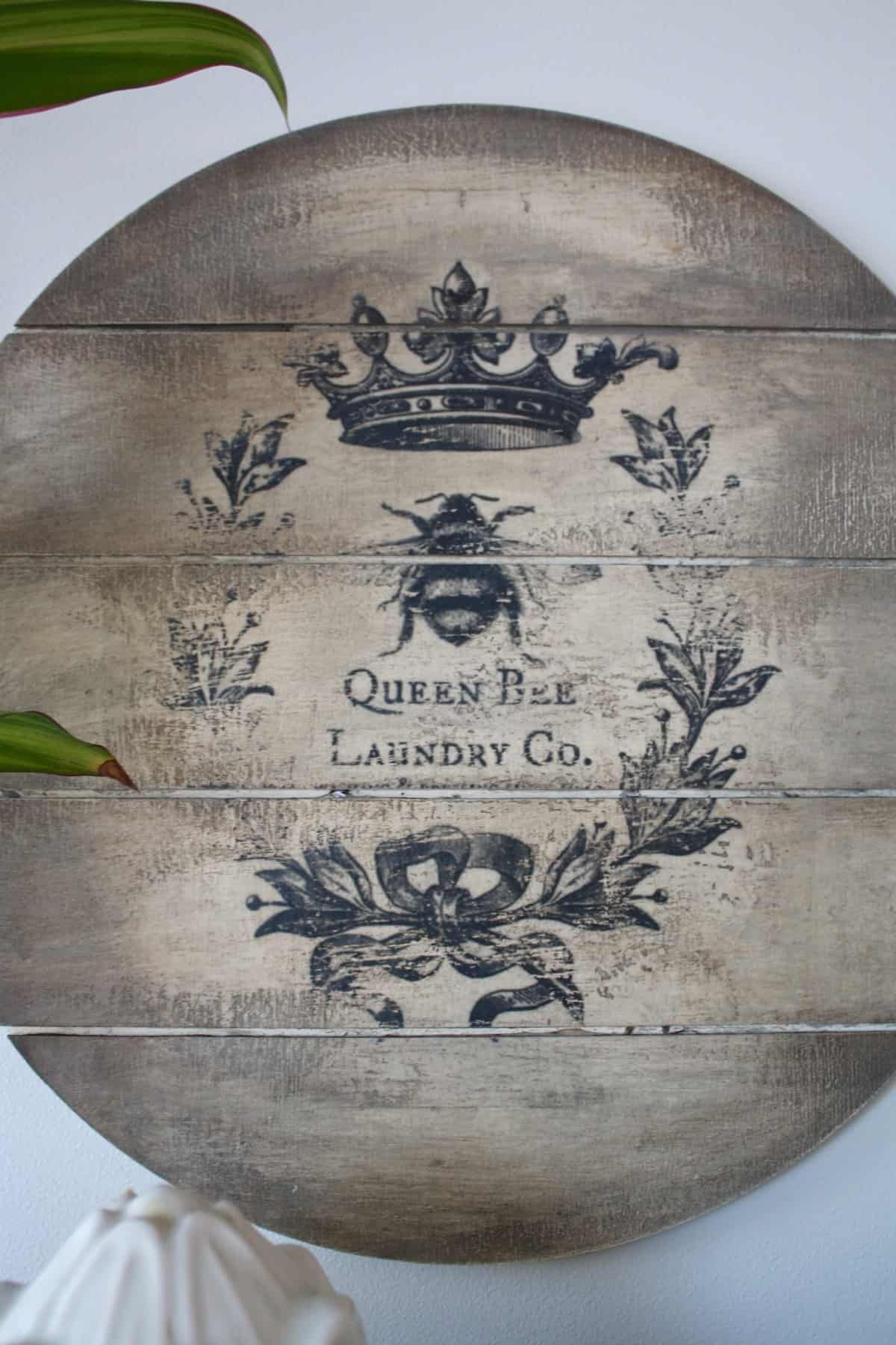 Vintage Laundry Sign | Country Chic Paint Blog #laundrysigns