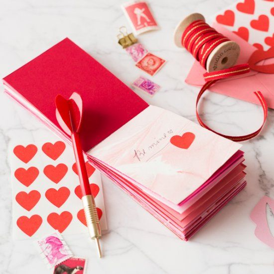 Learn to make a notepad for love notes with items from your house