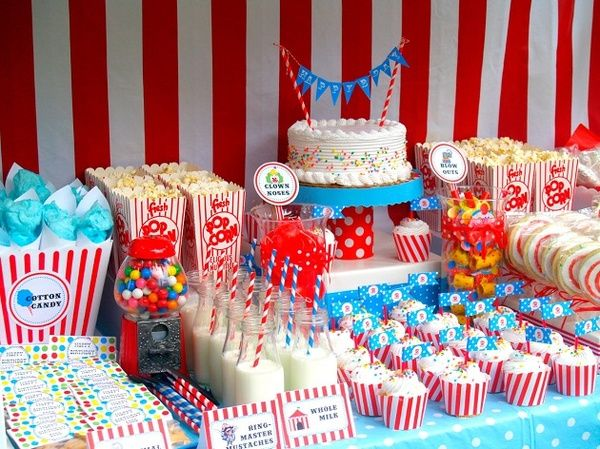 I love the red and blue, it's a circus theme, but I love how it's all set up.