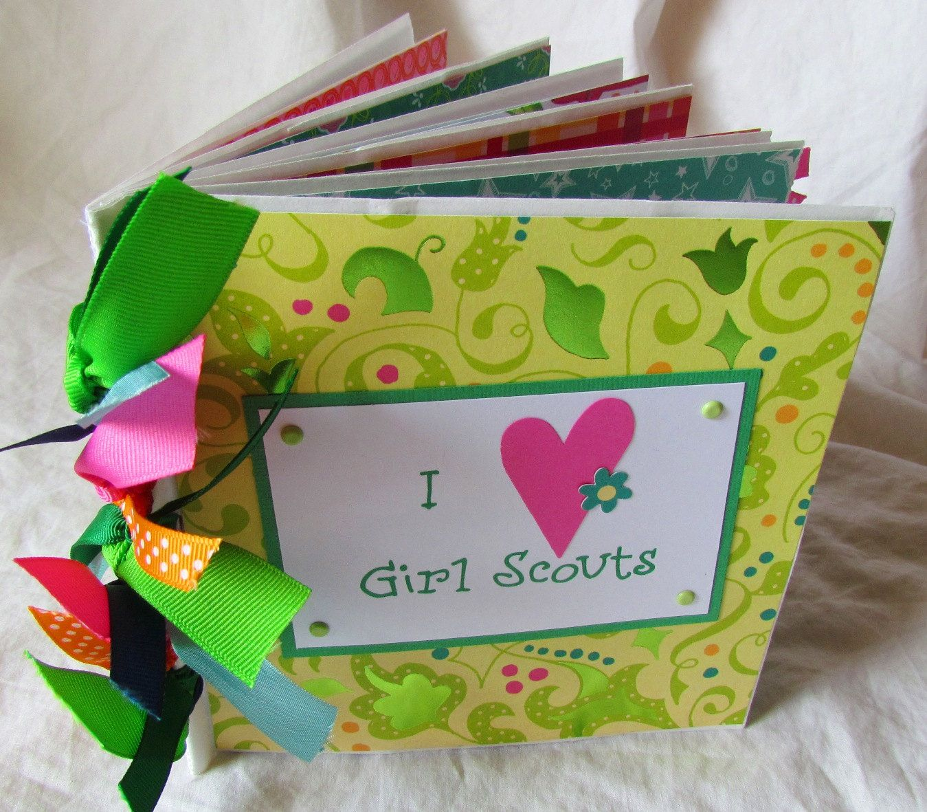 girls scout scrapbook   LoVe GIRL SCOUTS Paper Bag Scrapbook Album -- Brownies Daisies