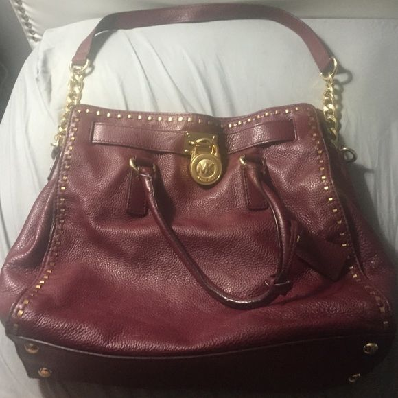 *AUTHENTIC* Maroon Michael Kors Hamilton Bag A rare find!! This maroon color is deep and fabulous for fall. Gold hardware accentuates the bag and makes it pop! Barley used. Michael Kors Bags Shoulder Bags