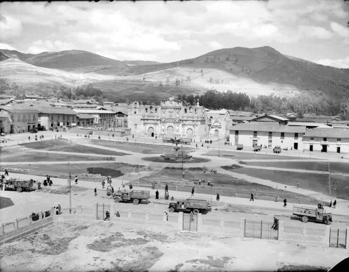Foto antígua de la Plaza de Armas de Cajamarca - Perú.