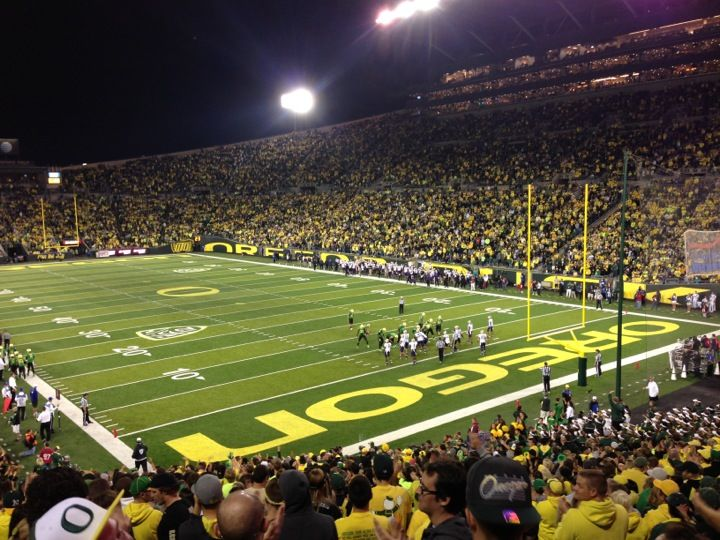 The Official Capacity Is 54 000 Although Attendance Is Routinely Around 59 000 And Has Exceeded Capacity For Every Ga Autzen Stadium Stadium Football Stadiums
