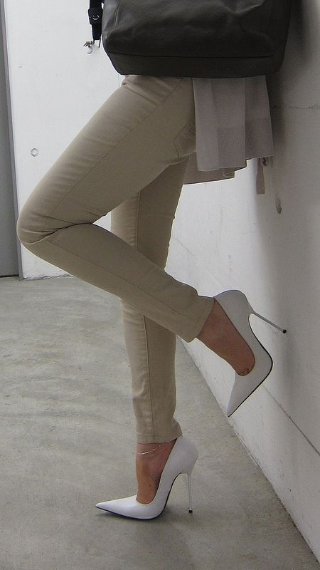 I need some white stilettos in my life!!