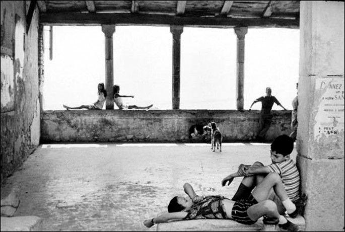 Henri Cartier Bresson 'Simiane La Rotonde'