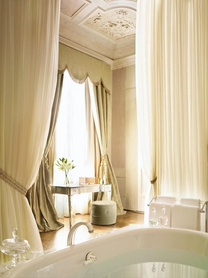This tub was made for two. Savour a heavenly honeymoon soak at @Mandy Dewey Seasons Hotel Firenze.