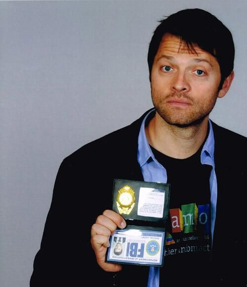 """from Jill Unicorn Collins: """"MISHA! he did the upside(down) FBI badge Cas thing ♥ #SPN bless him"""""""