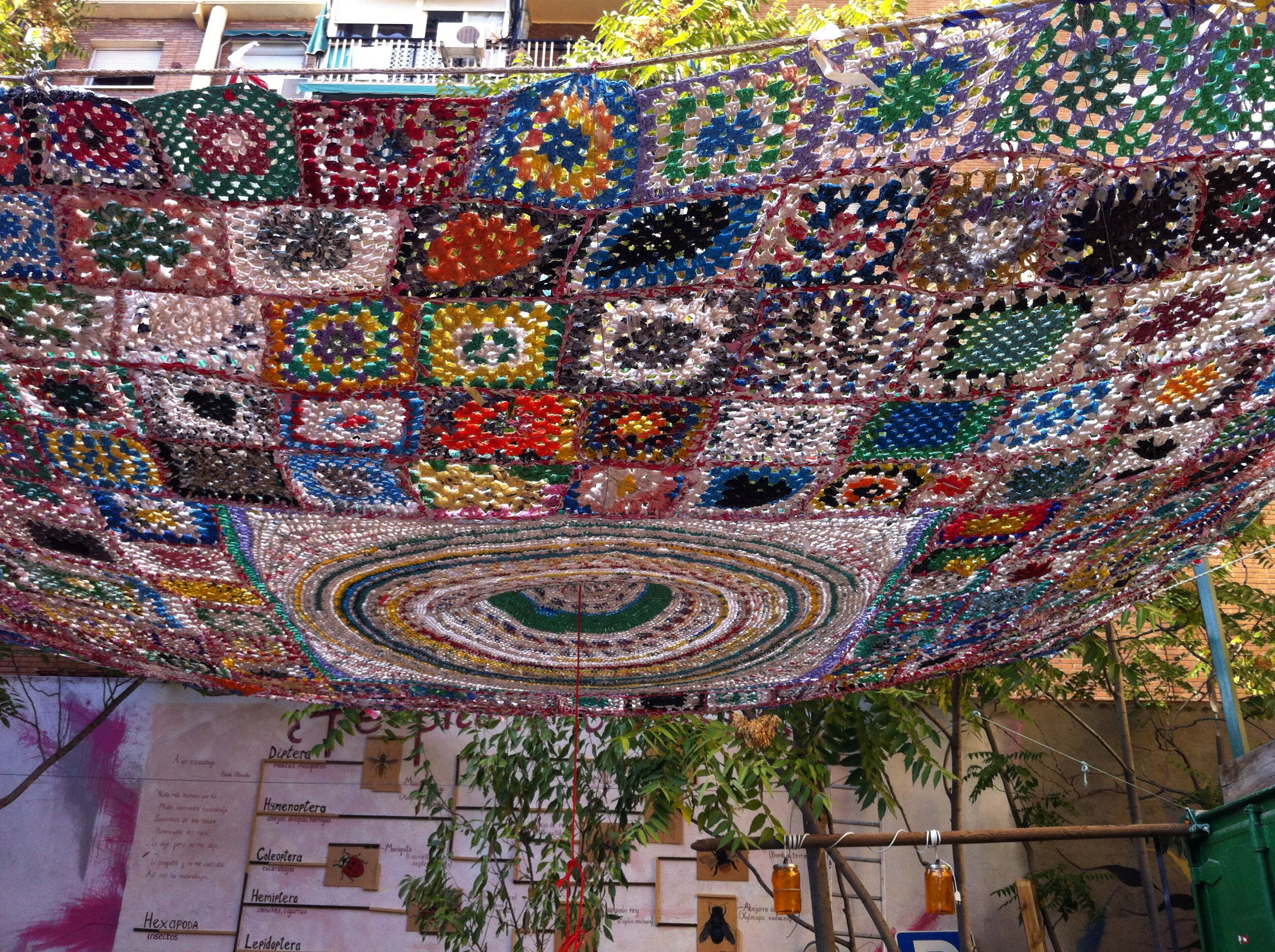 Crochet recycled plastic bags - Recycled Plastic Bags For A Crocheted Sunshade Esto Es Una Plaza Madrid Spain