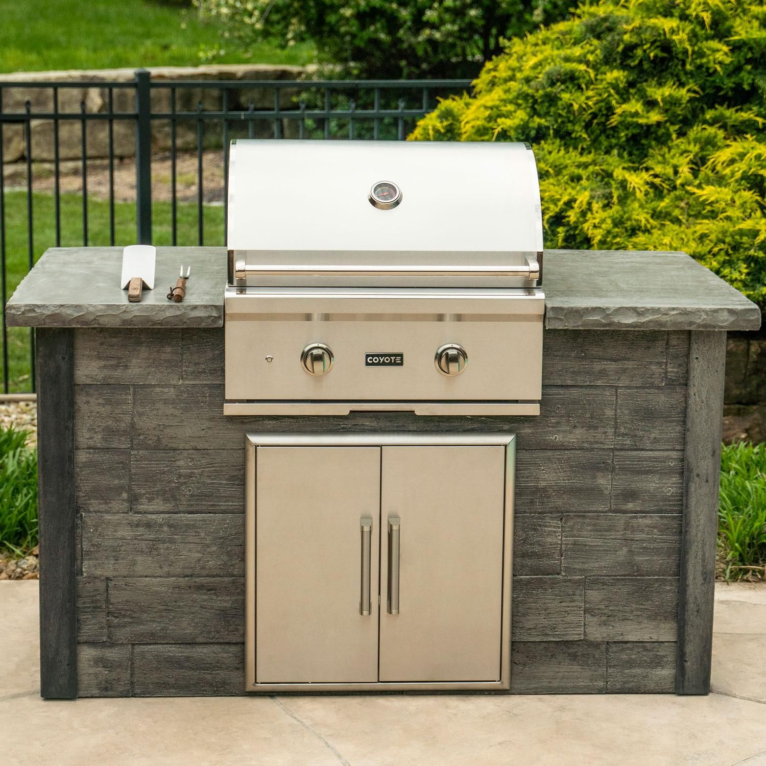 Coyote Ready To Assemble 5 Ft Outdoor Kitchen Island With 28 Inch C Series Natural Gas Grill Ships As Propane With Conversion Fittings Weathered Wood Stone Outdoor Kitchen Island Outdoor Kitchen Bbq Grill Island