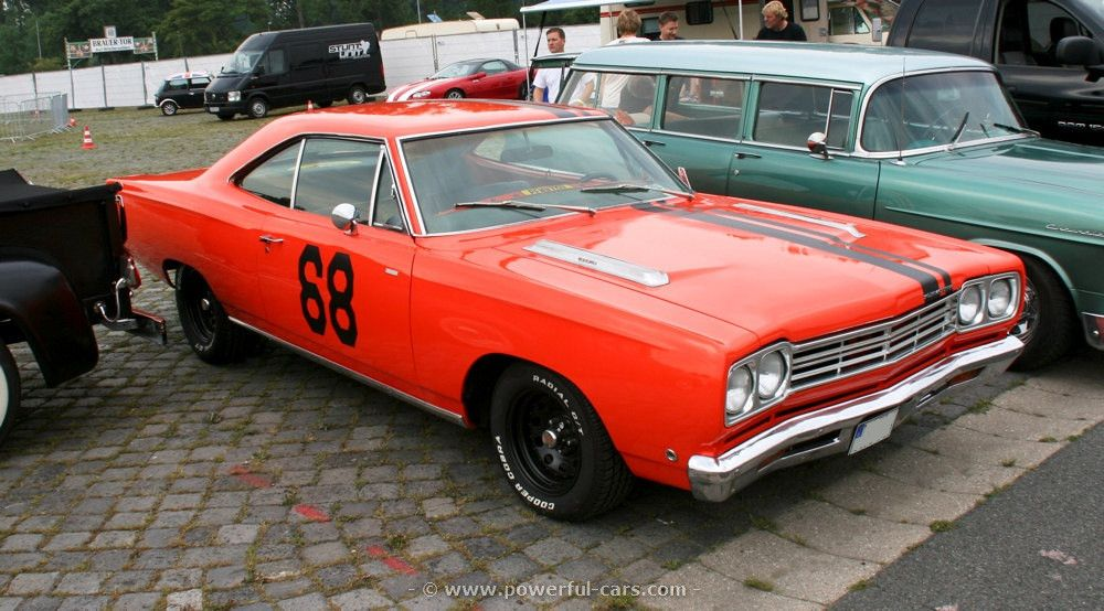 Plymouth B-body. The kind of colour I want on mine.