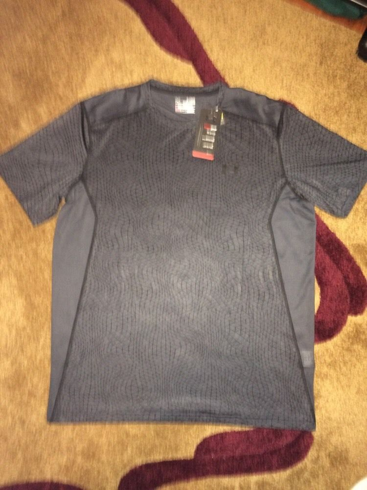 Incontable único ladrar  NWT Size XL Men's Under Armour Fitted Heatgear 1257466 006 | Hiking outfit,  Fashion sale, Tee shirt designs