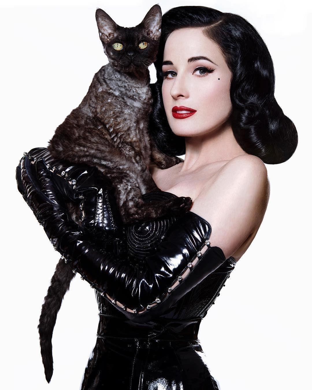 Čierna mačička žena