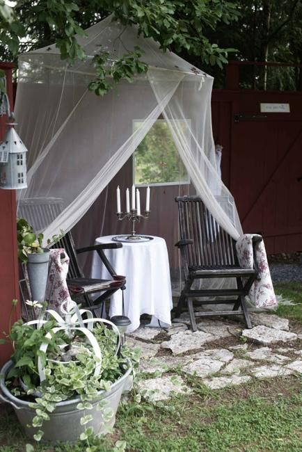33 Romantic Outdoor Canopies And Tents Made With Mosquito
