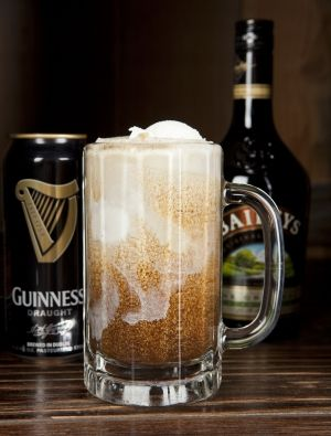 Guiness Beer Float with Irish cream and Carmel ~ MMMMMMM delish will have to try this for sure!!