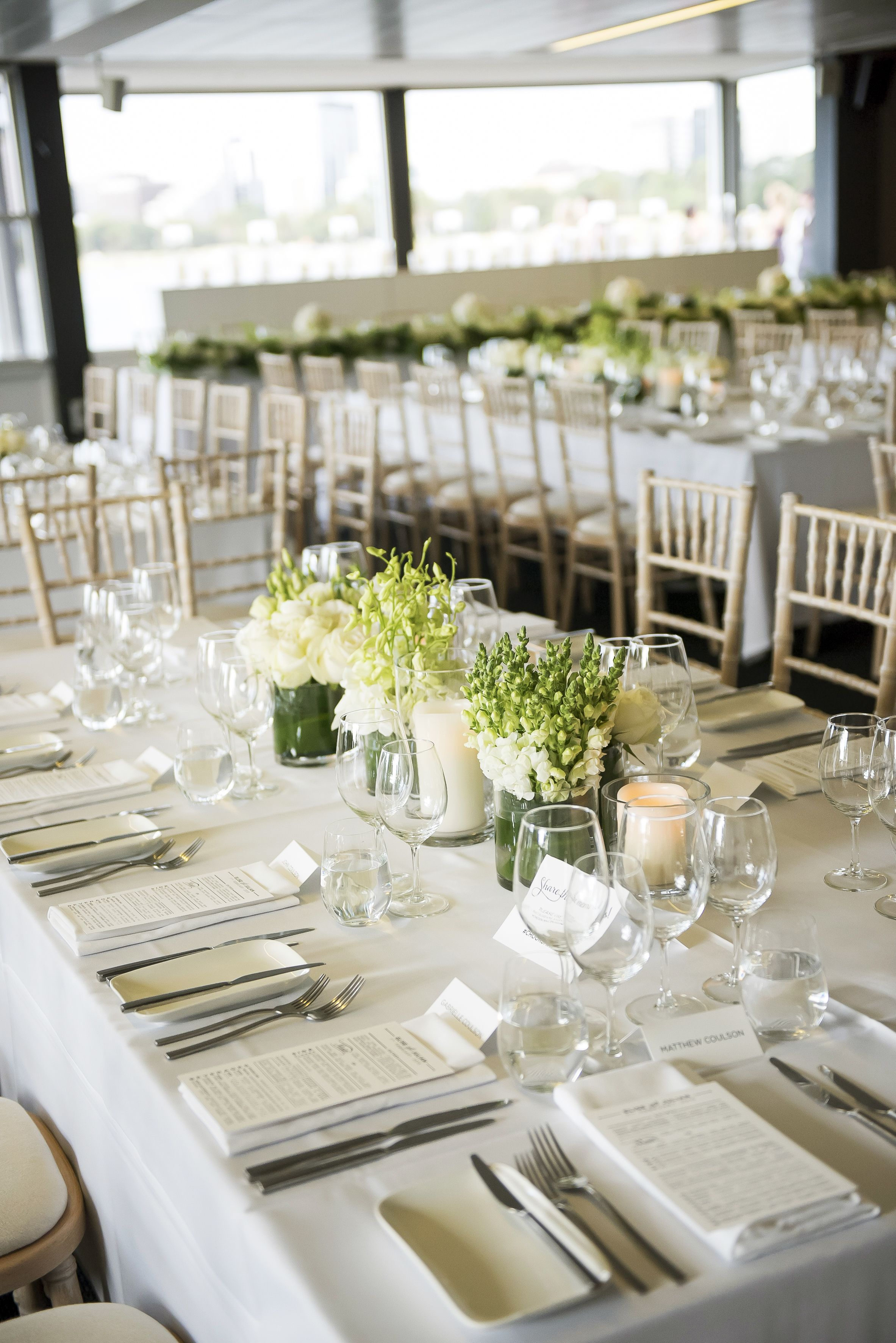 White and green wedding table setting ideas | itakeyou.co.uk