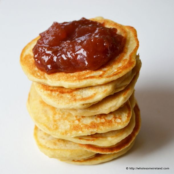 Close the curtains and shake your ass up and down the kitchen. Work those bingo wings by making these simple lazy porridge pancakes.