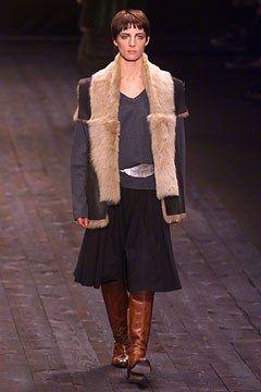 Dries Van Noten Fall 2002 Ready-to-Wear Fashion Show - Dries Van Noten, Kim Peers (Next)