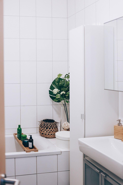 So Einfach L Sst Sich Ein Kleines Badezimmer Modern Diydekorationenbadezimmer Dekoration In 2020 Badezimmer Ohne Fenster Modernes Badezimmer Kleines Badezimmer