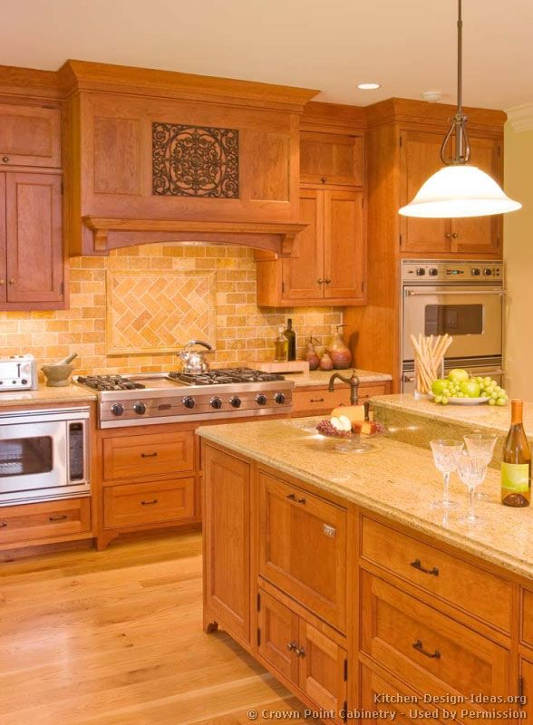 Countertop and backsplash idea traditional light wood for Light colored kitchen cabinets