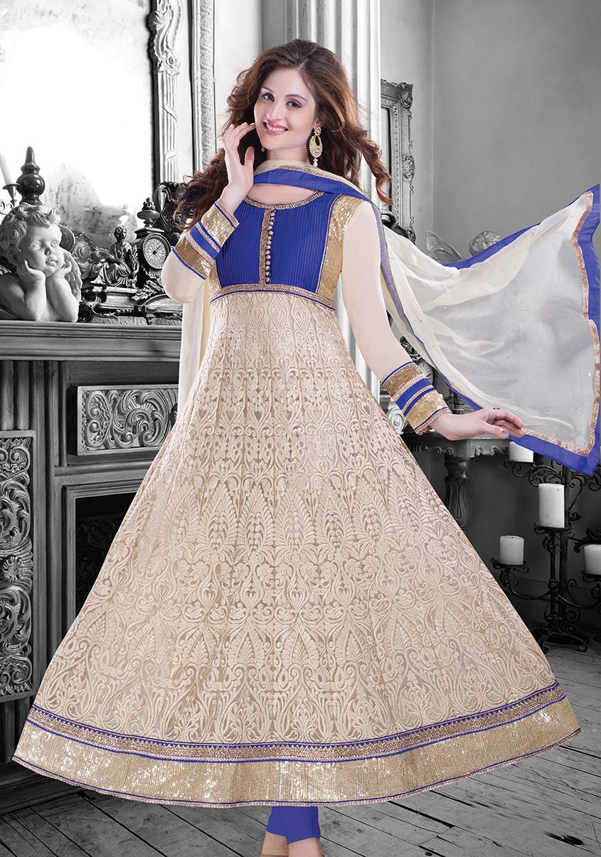 This trendy #anarkali from #Paisley is a complete must have this #festive season! What say?