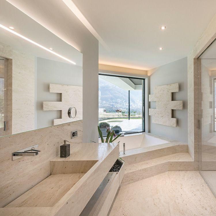 Bagno Travertino Moderno.Bagno Moderno In Travertino Vasca Da Bagno Rivestita