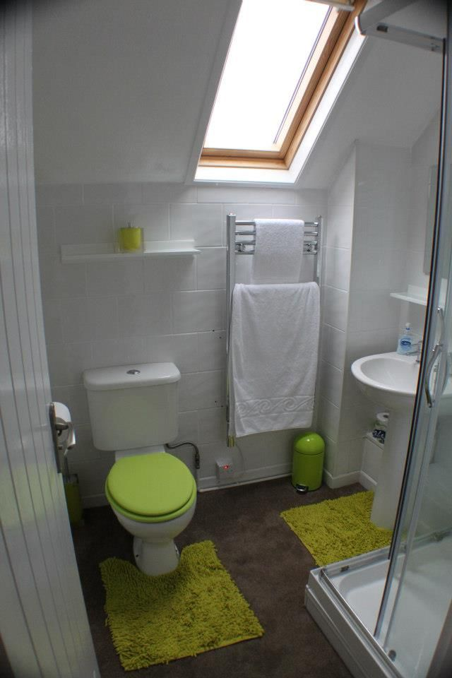 The bathroom, small but perfectly formed