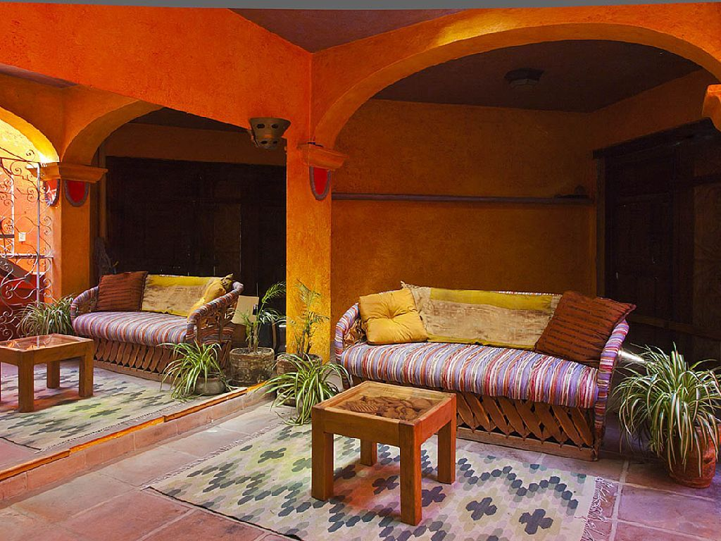 Love how they blended the yellow and orange! One bedroom