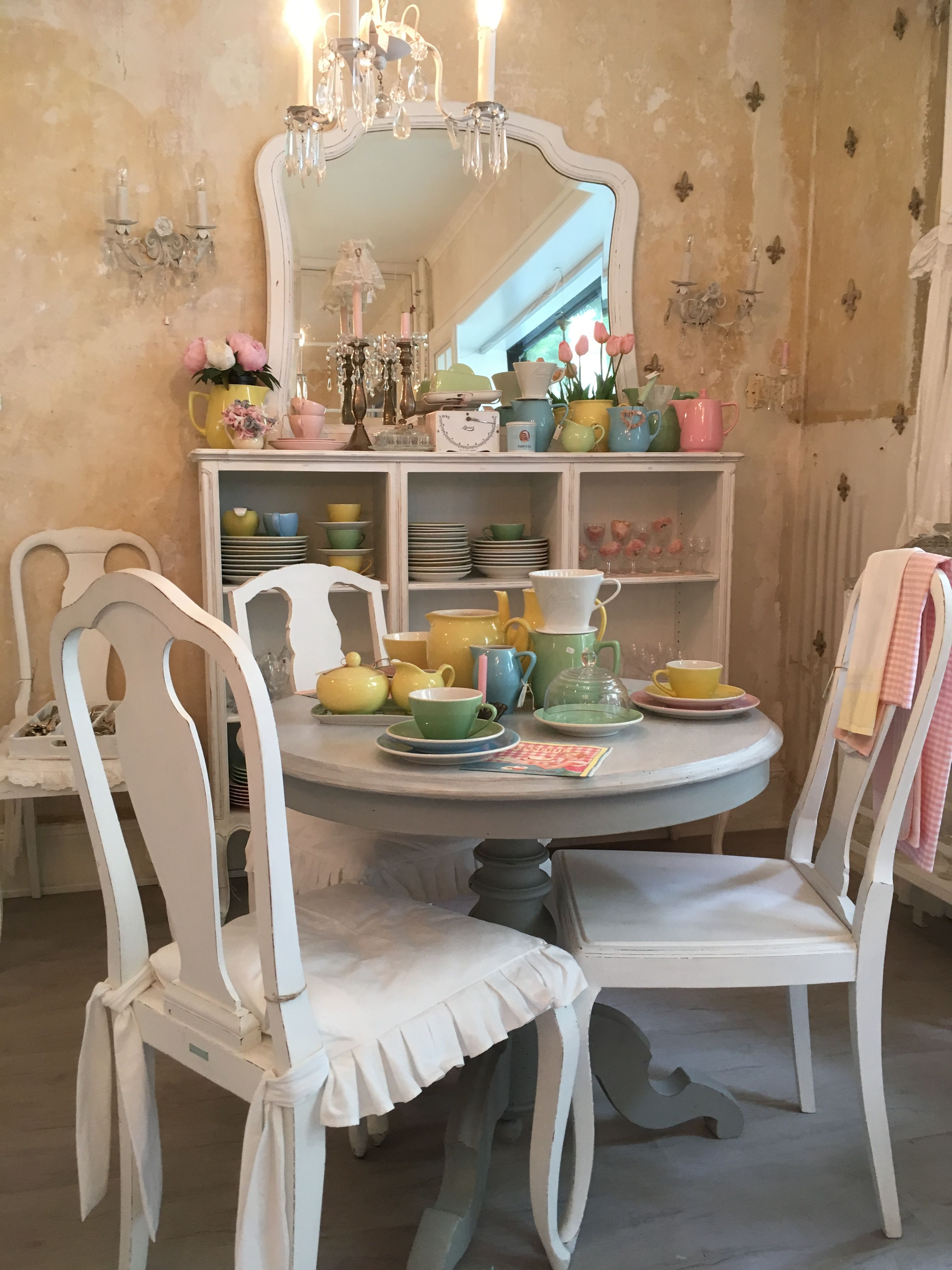 Esszimmer vintage   Shabby chic chairs, Chic chair, Shabby ...