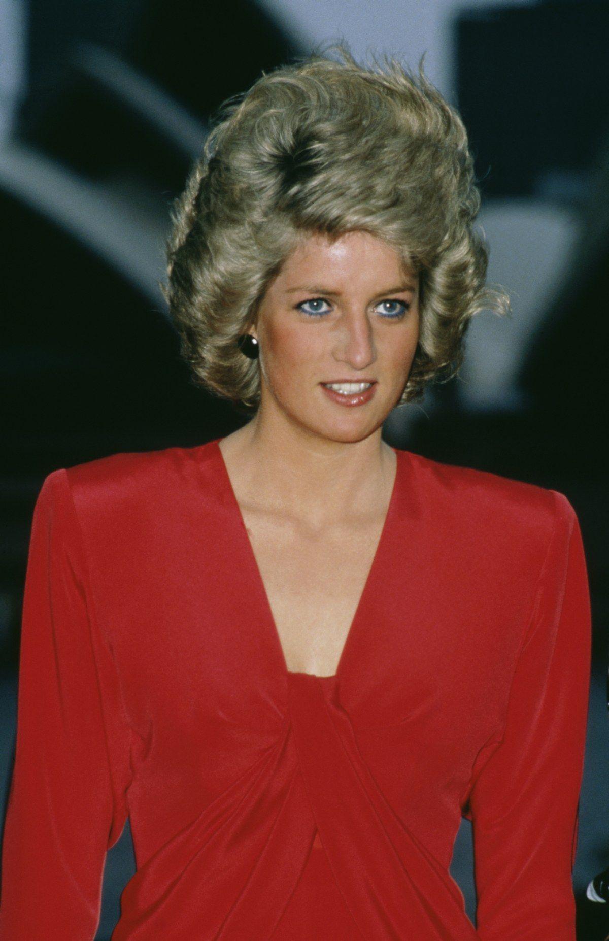 50 Rare Photos of Princess Diana That Reveal What Her Life
