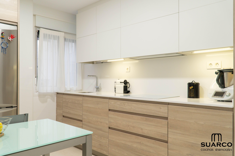 Cocina Nordica Cocinas Suarco Diseno Muebles De Cocina Cocina Blanca Y Madera Diseno De Cocina