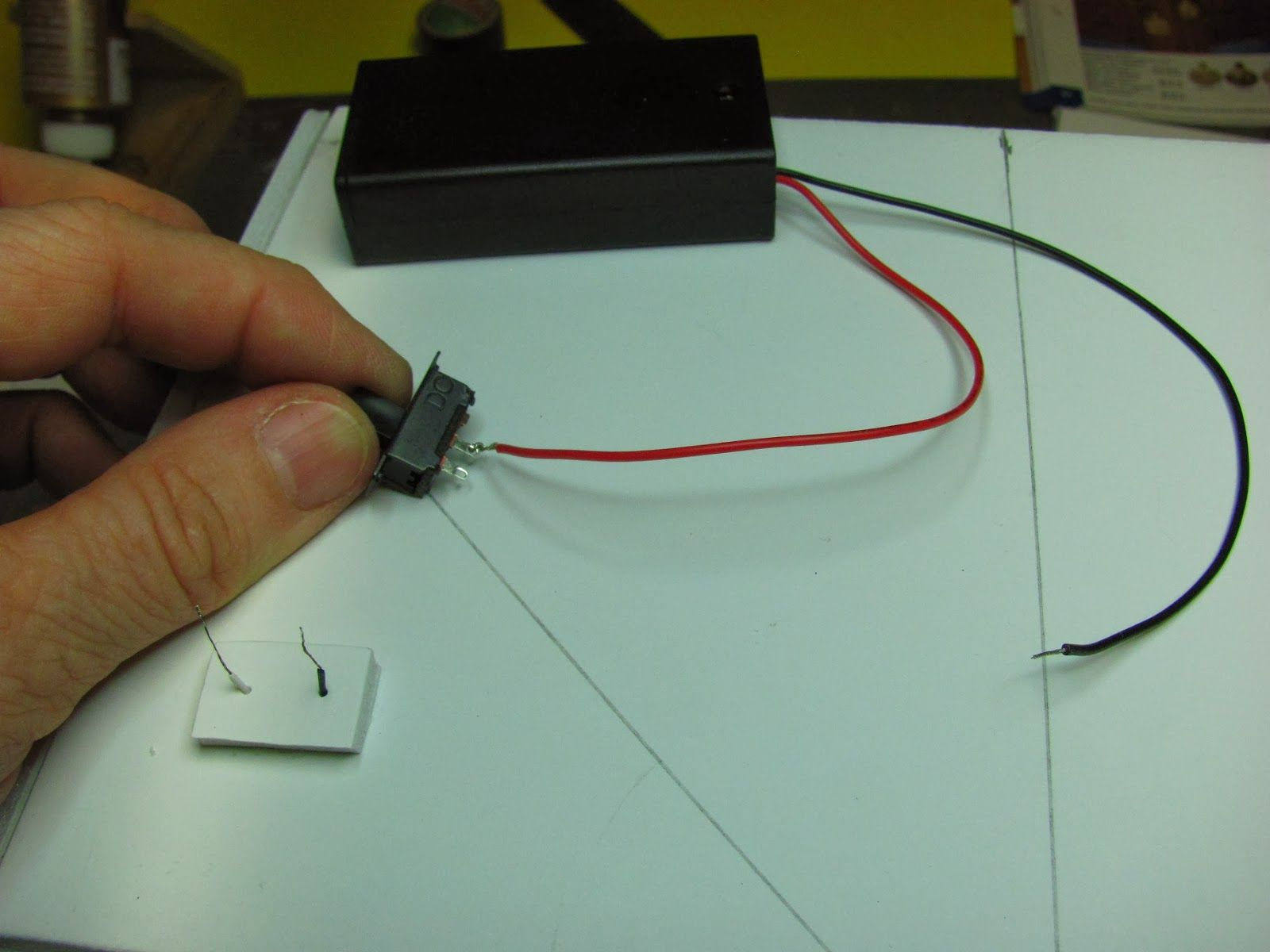 BATTERY LIGHTING FOR MINIATURE DOLLHOUSE ROOM BOXES
