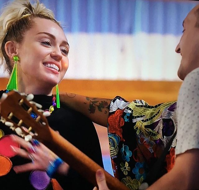 Aww Ali And Aaron Brought Miley A Birthday Cake And Sang Happy