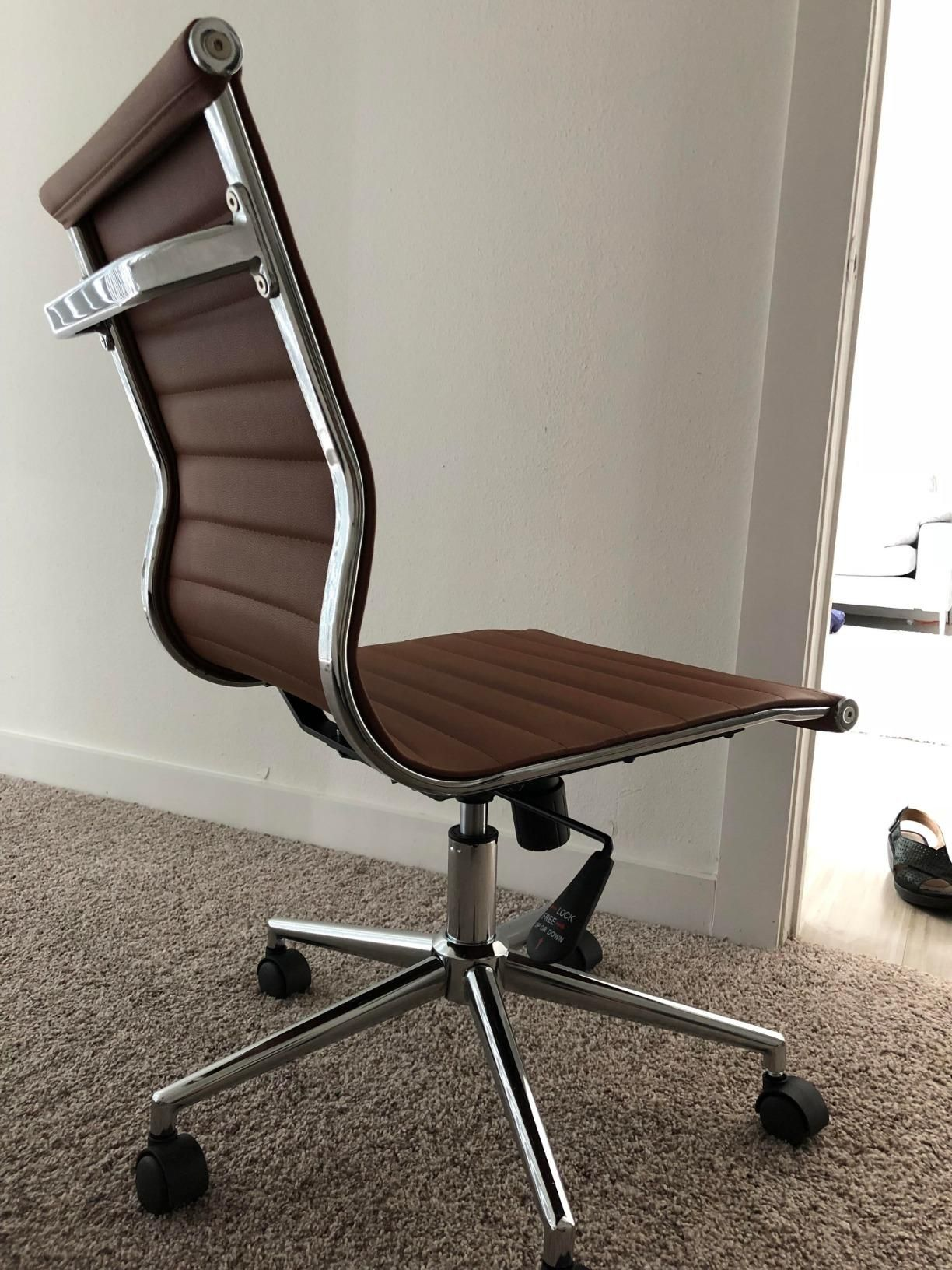 Adjustable height mid back armless office ribbed chair on