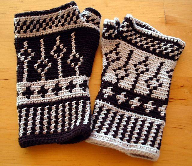 Black and white fingerless mittens tapestry crochet pattern black and white fingerless mittens tapestry crochet pattern dt1010fo