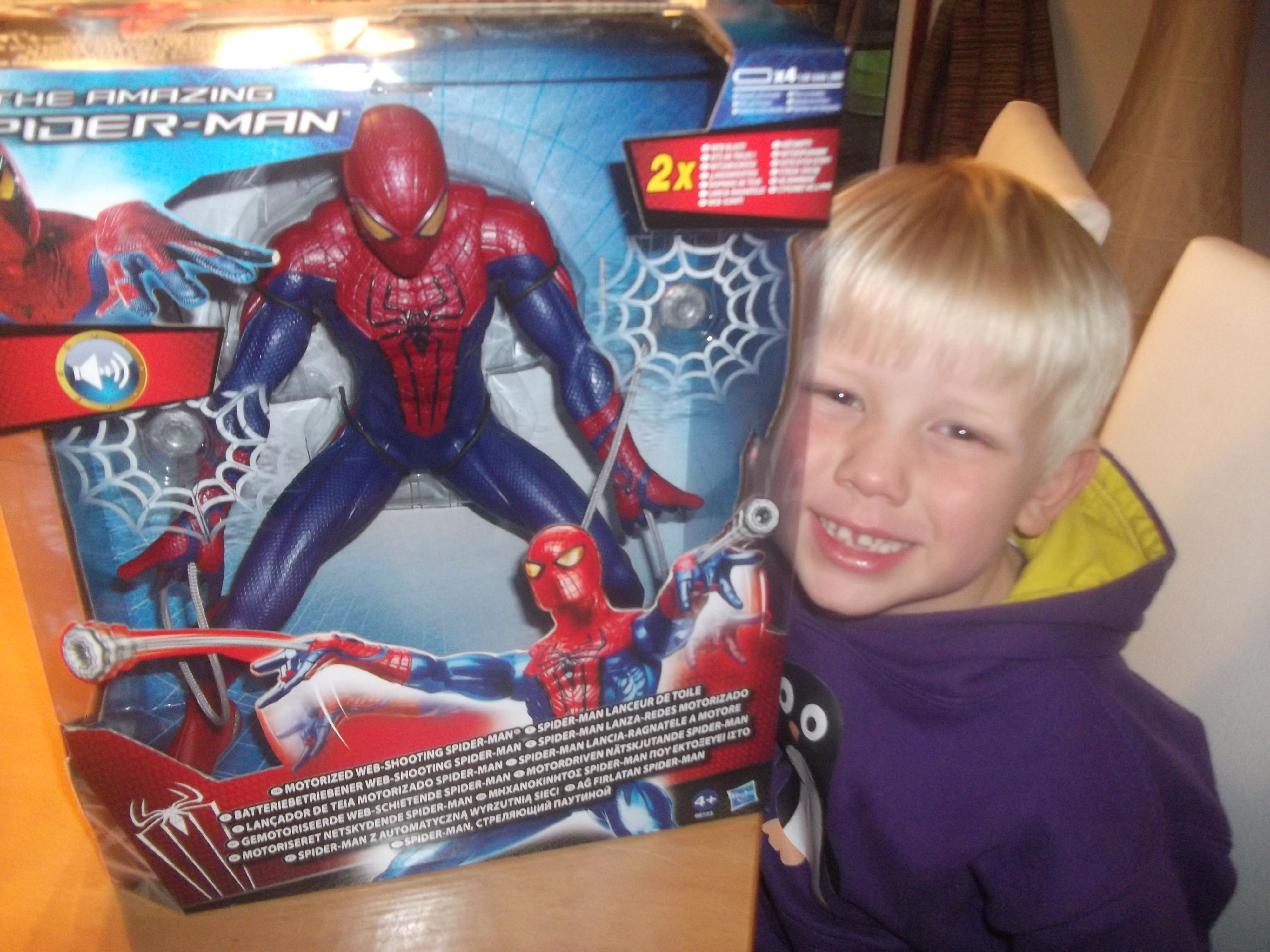 Images For > Spiderman Toys Web Shooter
