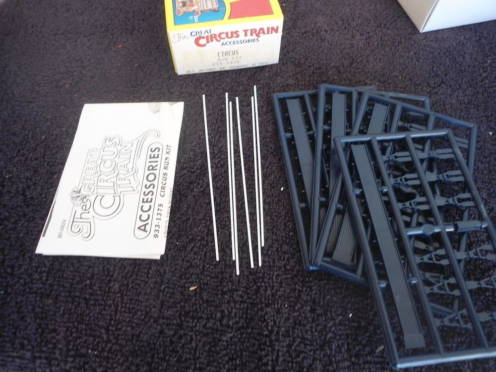Walthers #933-1375 Great Circus HO Train Run Kit Accessories
