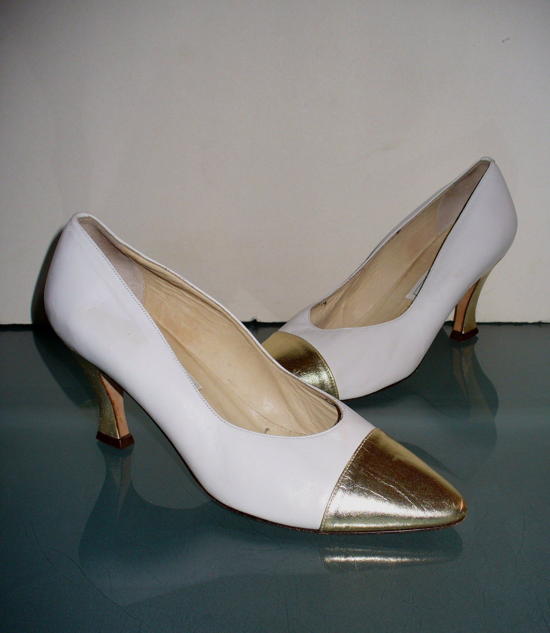 Bridal Shoes Saks: Saks Fifth Avenue Made In Italy White & Gold Pumps Size 7