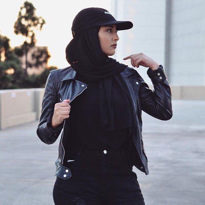 "Hijab Fashion on Instagram: ""Black on black 👌🏼 @ceharasohh #HFupclose"""