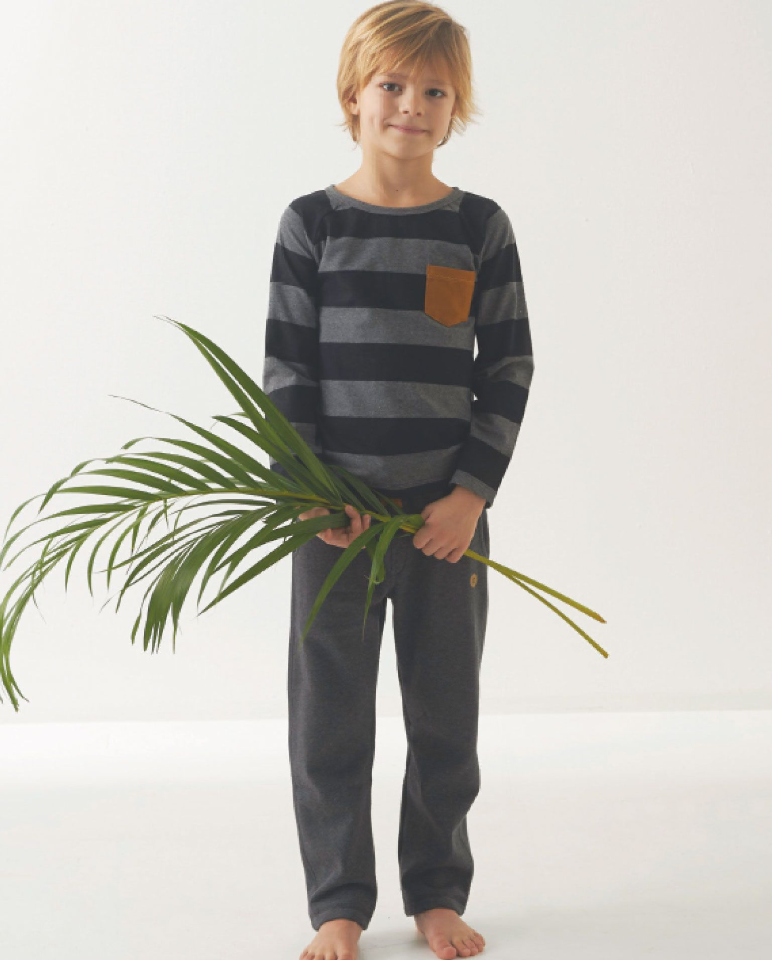 Mister Monkey and Misses Butterfly - baby- en kinderkleding - Lookbook - Inspiratie voor die schattige of stoere look | Mr Monkey & Mrs Butterfly - AW16 - T-shirt - Stripes - Grey