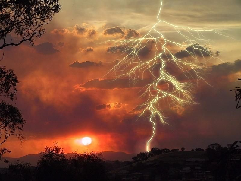 Watch a lightening storm. #JetsetterCurator