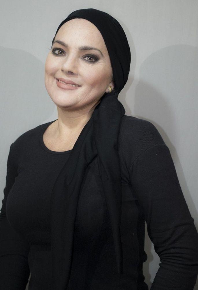 Lenço preto básico com várias formas de amarração. Aproveite a promoção: na compra acima de dois lenços ou turbantes, você ganha mais um turbante! ;) #BoutiqueChique  Compre o seu aqui: